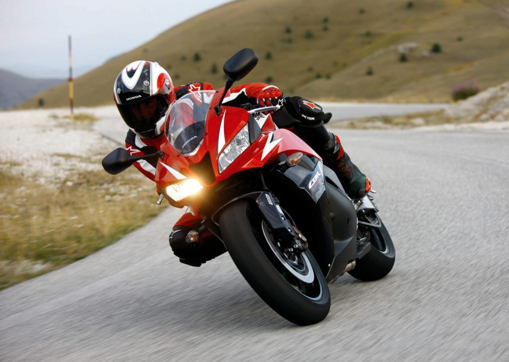 Kurzfahrbericht Honda CBR600RR: Feinarbeit am Supersportler  - Bild(2)