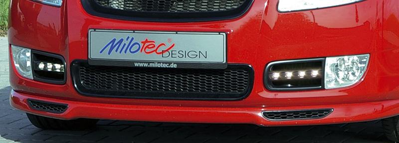 Lichtblick von Milotec für Octavia II RS - Sportgitter, flankiert von Tagfahrlicht-Einsätzen