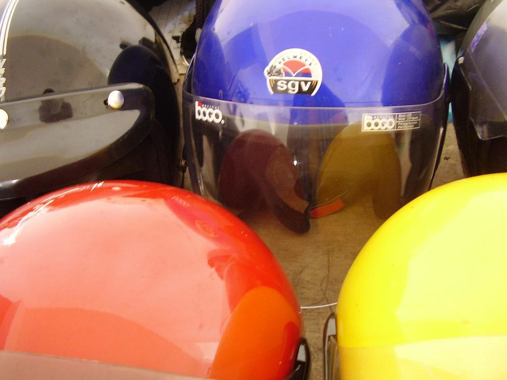 Motorrad: Pflege für den Kopfschutz