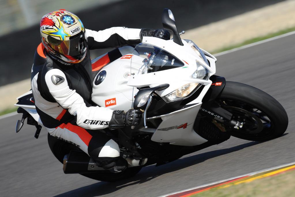 Motorrad-Präsentation Aprilia RSV4 R: Superbike für jedermann - Bild 3
