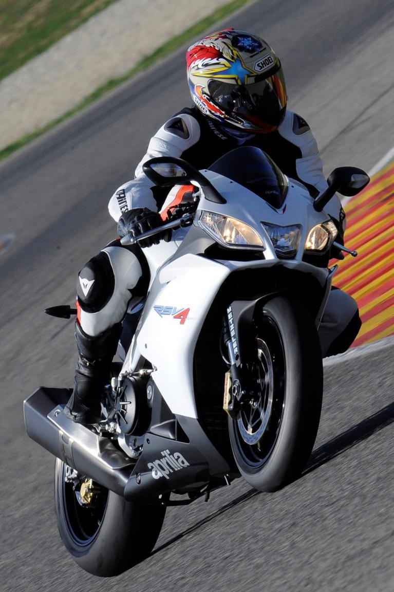 Motorrad-Präsentation Aprilia RSV4 R: Superbike für jedermann  - Bild(4)