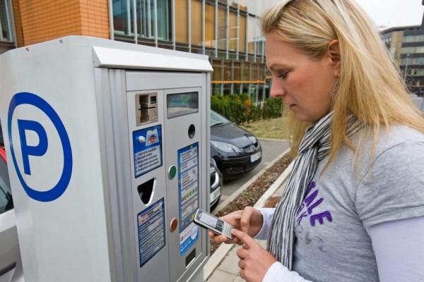 Parkgebühren per Handy bezahlen