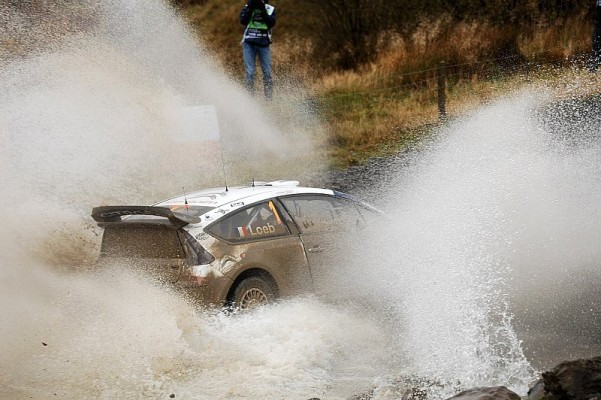Rallye Großbritannien Tag 2: Loeb mit Vorteil: 30 Sekunden Rückstand für Hirvonen