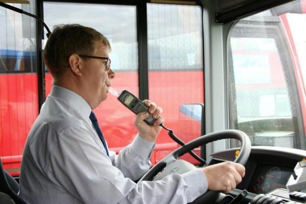 Volvo Busse mit neuer Alkohol-Sperre gegen Trunkenheitsfahrten