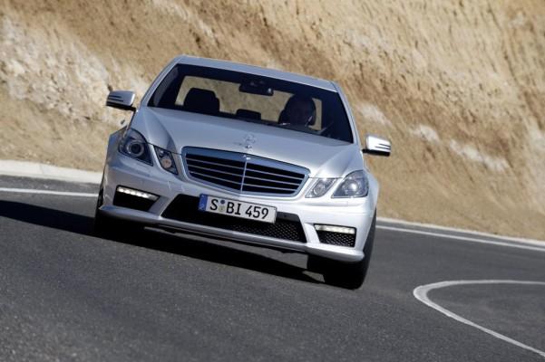 ''Sportscar des Jahres 2009'': Mercedes-Benz E 63 AMG ist die beste Sportlimousine