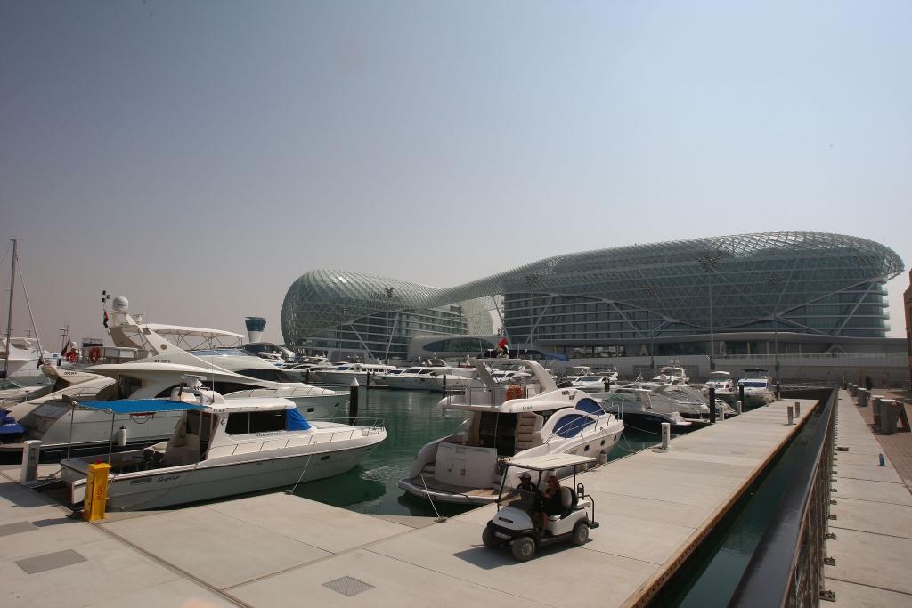 Abu Dhabi: Neue Rennstrecke der Superlative - Bild(3) - Bild(3)