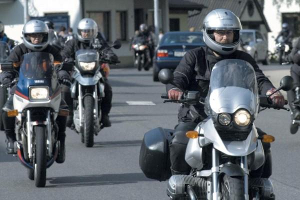 Assistenzsysteme für Motorradfahrer derzeit nicht realisierbar