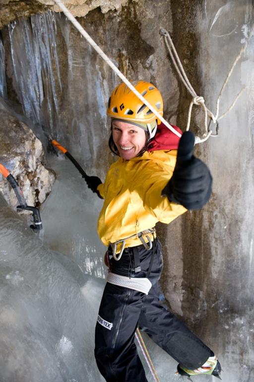 BMW Welt Icetower Challenge, mehrfache Weltmeisterin im Eisklettern, Ines Papert (11/2009)