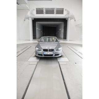 Diesmal testet Sylvie van der Vaart das neue BMW Cabriolet.