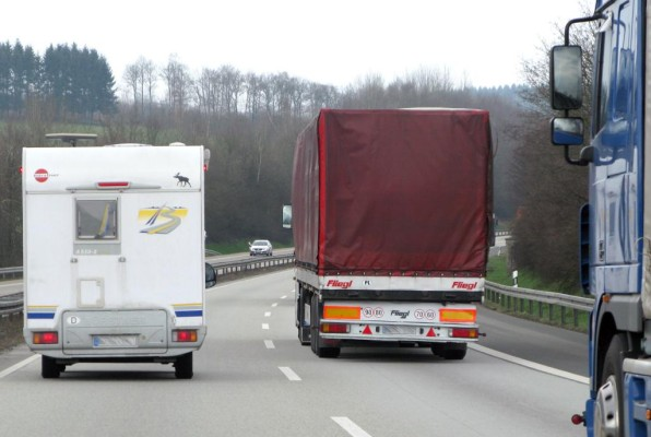 Es bleibt dabei: Tempo 100 für schwere Wohnmobile
