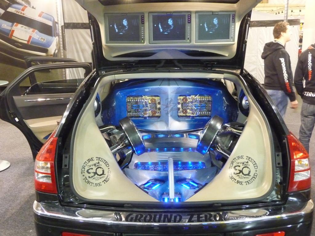 Essen Motor Show 2009: Auch eine Art, den Kofferraum zu nutzen.