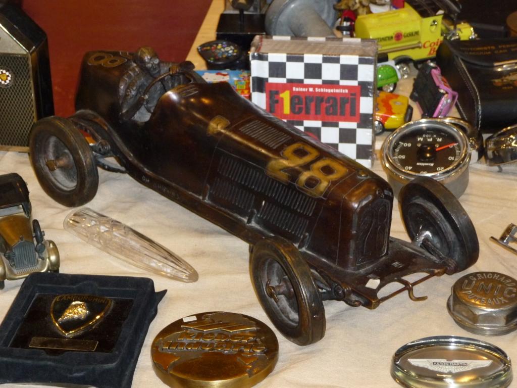 Essen Motor Show 2009: Modellautos und Andenken gehören auch zum Verkaufsprogramm.