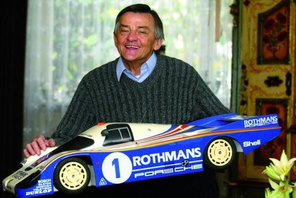 Porsche gratuliert Hans Mezger zum runden Geburtstag