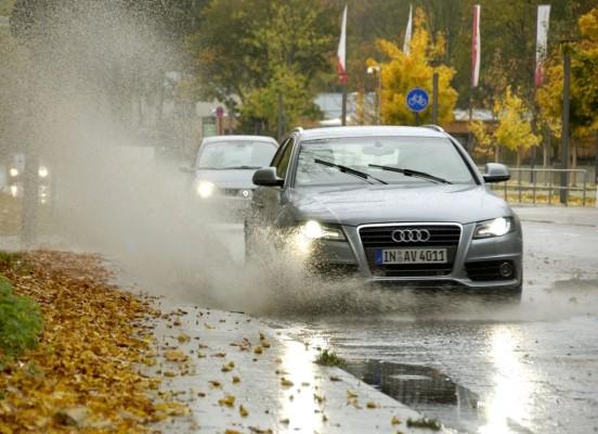 Ratgeber: Bei Regen Fuß vom Gas