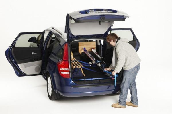 Ratgeber: Sicherer Transport von Wintersportgeräten im Auto