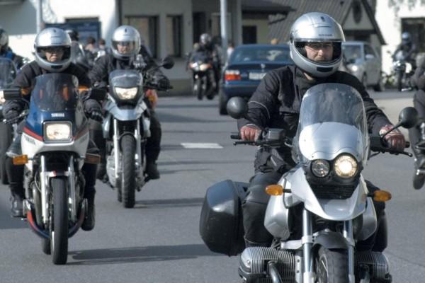 Rund 25 Prozent bis 35 Prozent aller Motorradunfälle könnten durch das Sicherheitssystem ABS verhindert werden.
