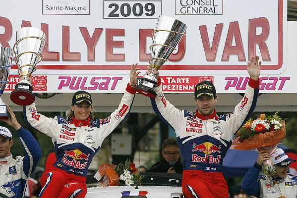 Sébastien Loeb siegt bei Rallye du Var: Der schönere Siegeskuss