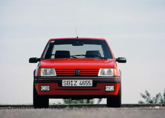 Vor 25 Jahren: Der Peugeot 205 GTI hebt ab