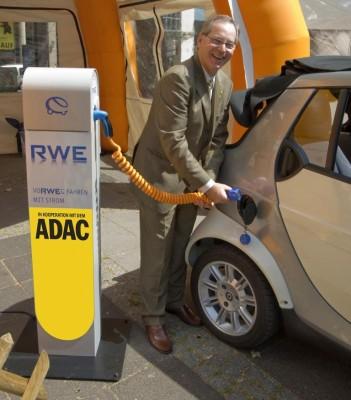 ADAC richtet Ladestationen für Elektromobile ein