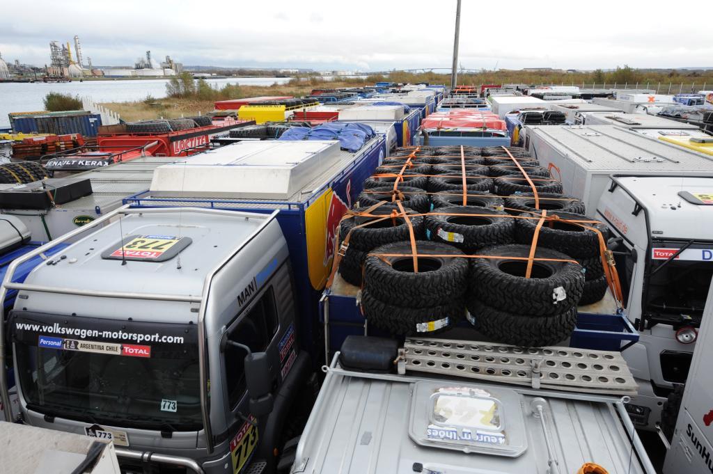 Dakar-Servicefahrzeuge von Volkswagen haben abgelegt - Bild 1