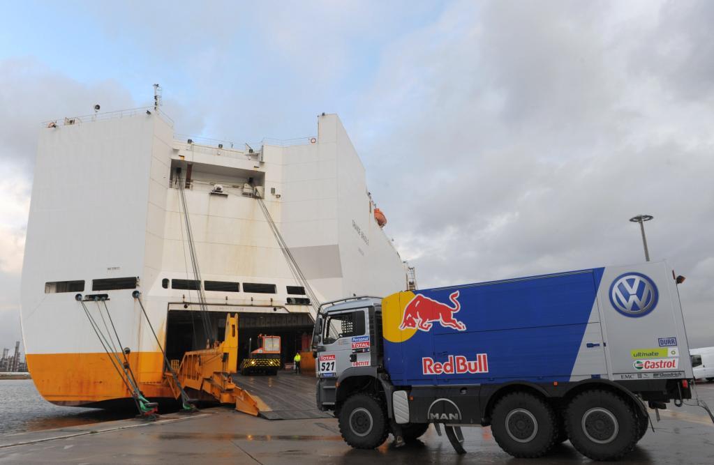 Dakar-Servicefahrzeuge von Volkswagen haben abgelegt