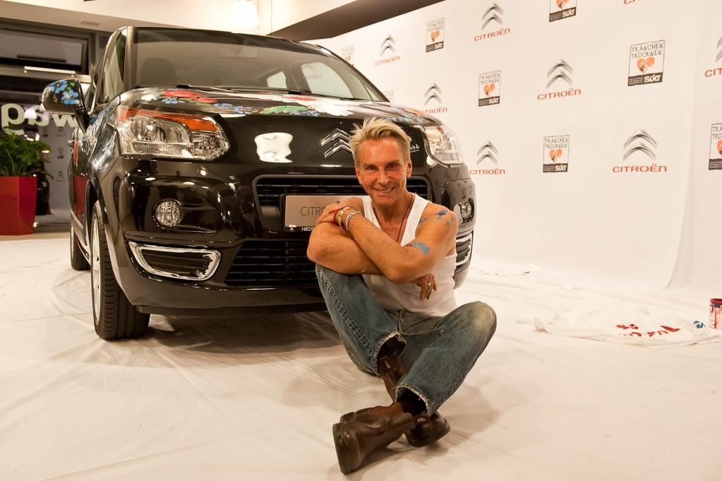 Der von Wolfgang Joop bemalte Citroën C3 Picasso wird bei Ebay versteigert.