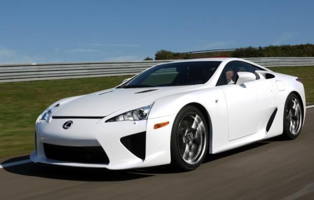 Die Karosserie des Toyota LFA wird gebacken