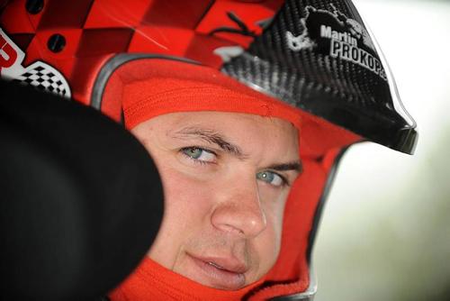 Junior-Rallye-Weltmeister fährt im neuen Ford Fiesta 2000