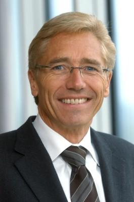 Klaus Schmidt gibt Dekra-Vorstandsvorsitz ab