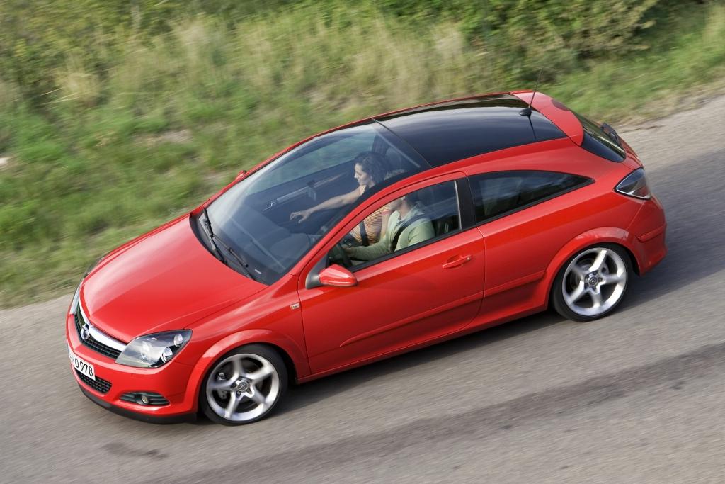 Opel sagt: Alles kein Problem. Panorama-Scheiben können genauso repariert werden wie herkömmliche Windschutzscheiben