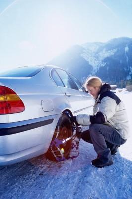 Ratgeber: Bei der Urlaubsfahrt Schneeketten mitnehmen