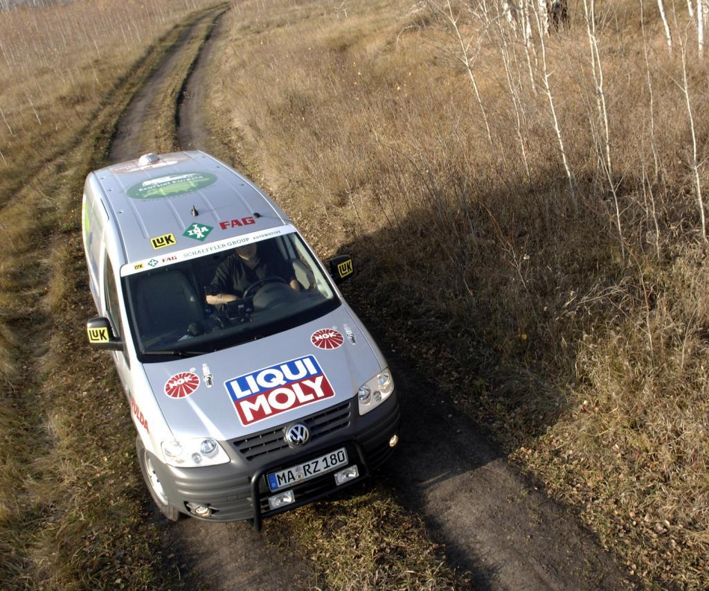 Rekordfahrer Rainer Zietlow besucht Schaeffler-Standorte