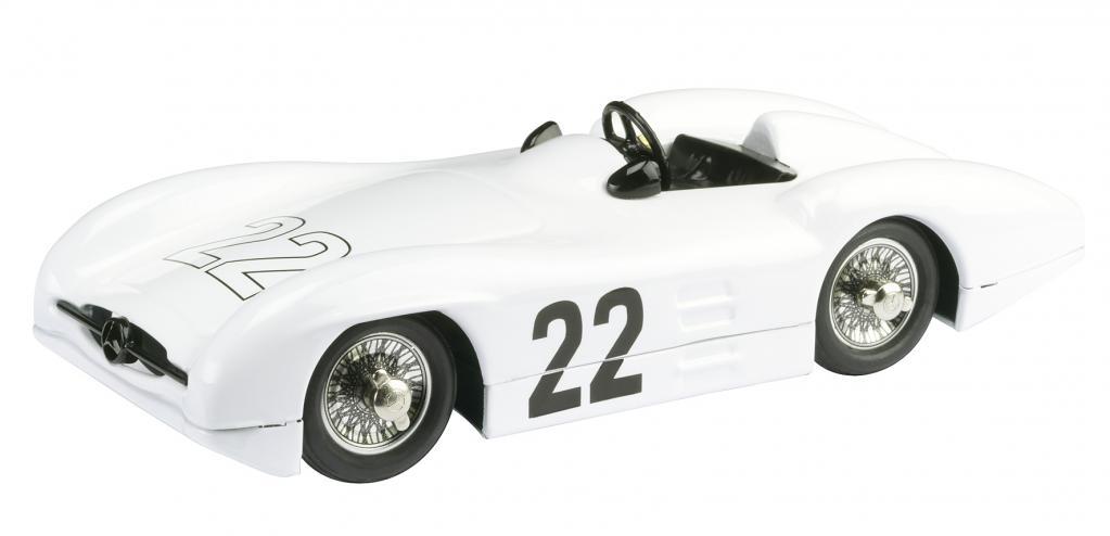 Schuco bringt Porsche-Renntransporter im Maßstab 1:18