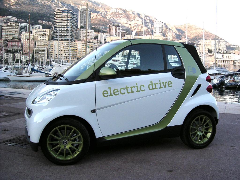 Stecker rein und los gehts: So wird der neue Elektro-Smart geladen.