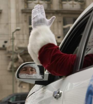 Weihnachtsmann-Masken sind für Autofahrer tabu