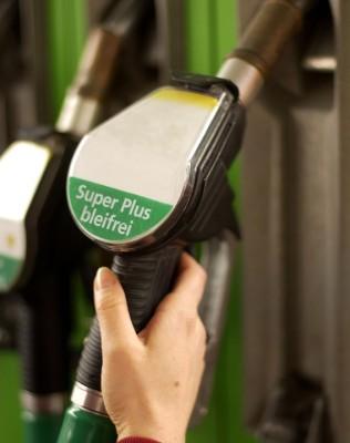 Kraftstoffpreise 2009 so niedrig wie seit elf Jahren nicht mehr