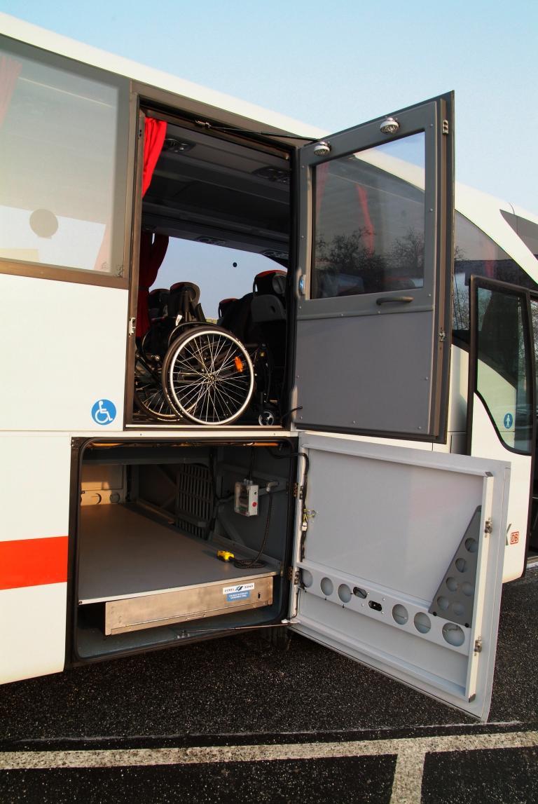 Mercedes-Benz Tourismo ab Werk behindertengerecht ausgestattet - Bild(2)