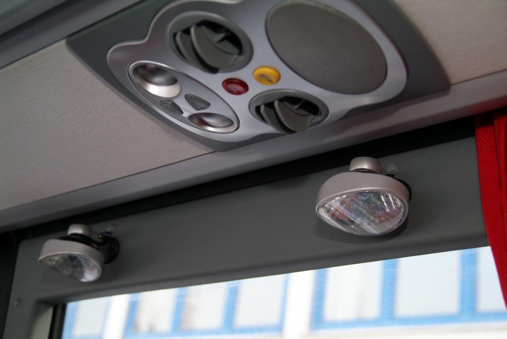 Mercedes-Benz Tourismo ab Werk behindertengerecht ausgestattet - Bild(7)