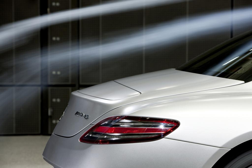 Mercedes SLS AMG: Fertigung in Handarbeit startet - Bild(13) - Bild(13)