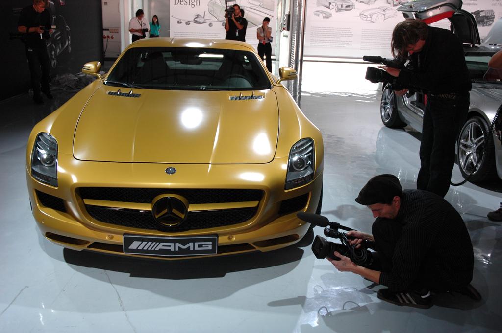 Mercedes SLS AMG: Fertigung in Handarbeit startet - Bild(2) - Bild(2)