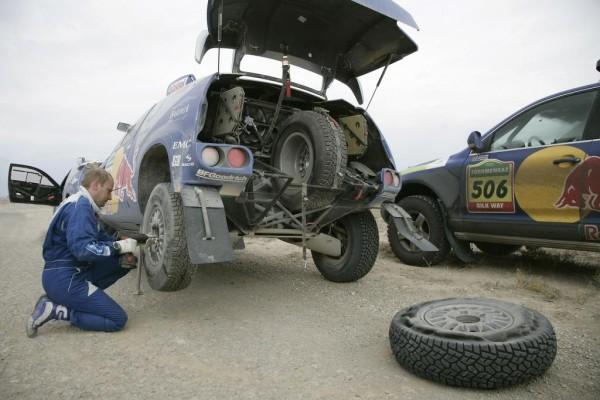 Rallye Dakar: Die Choreographie eines Reifenwechsels