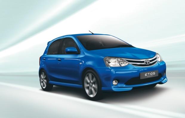 Toyota stellt in Neu-Dehli den Etios vor
