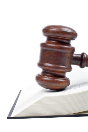 Urteil: Wer zuerst aus Kolonne heraus überholt, hat Vorfahrt