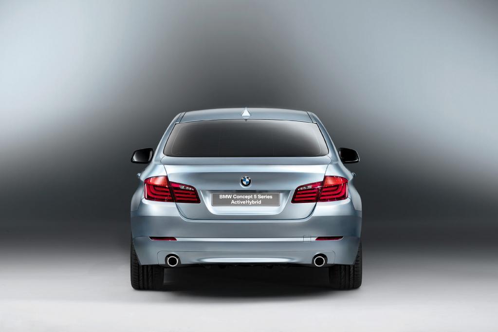BMW 5er als Vollhybrid in Genf