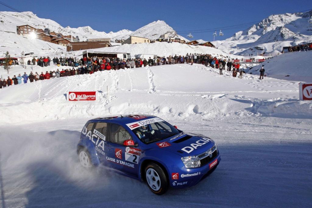 Alain Prost mit Dacia Duster erfolgreich bei Eisrennen Trophée Andros 2010