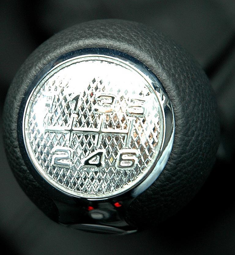 Alfa Romeo Mito Quadrifoglio Verde: Sportlicher Schaltknauf.