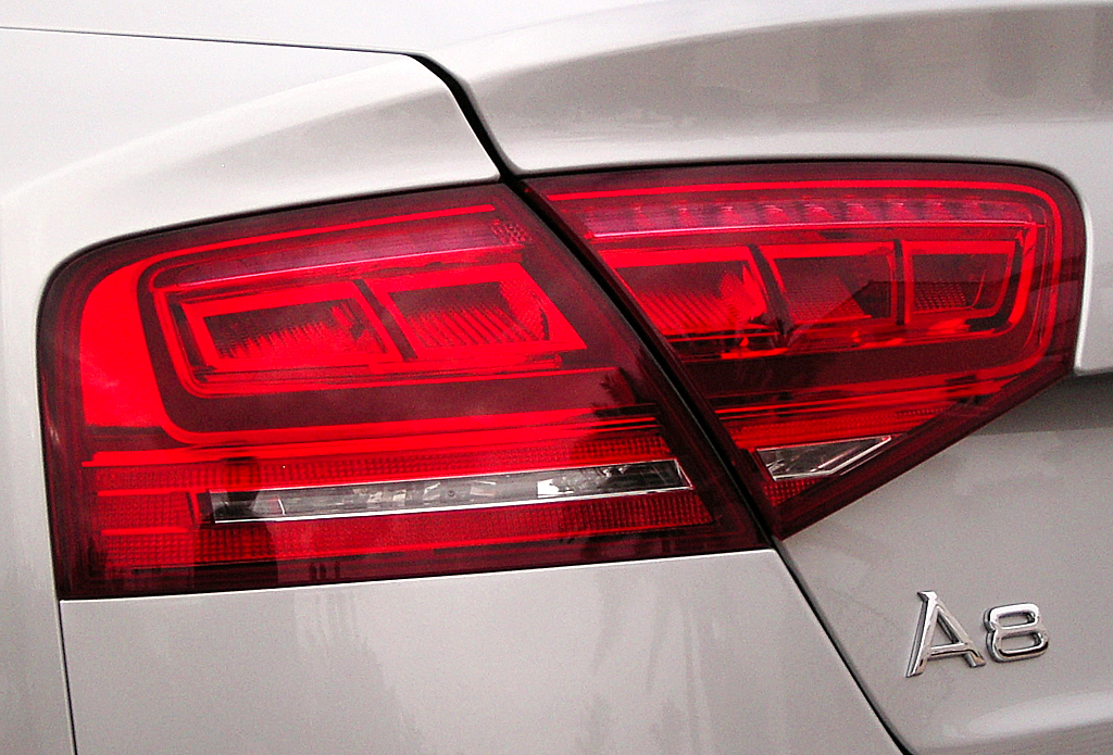 Audis neuer A8: Blick auf hintere Leuchteinheit.