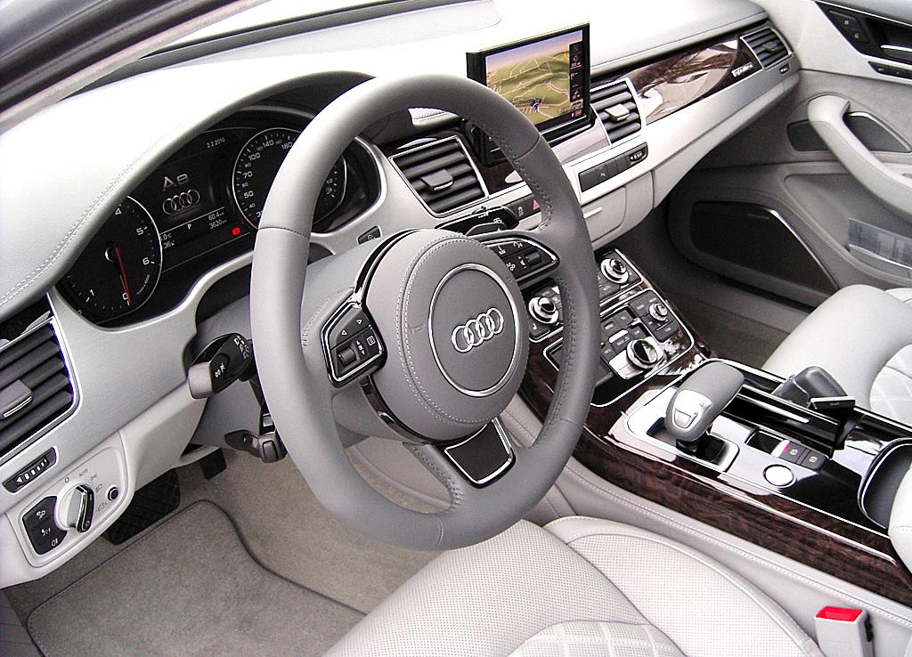 Audis neuer A8: Blick ins Cockpit.