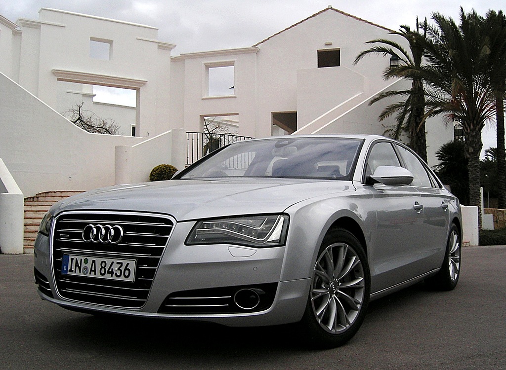 Audis neuer A8: Front-/Seitenansicht.