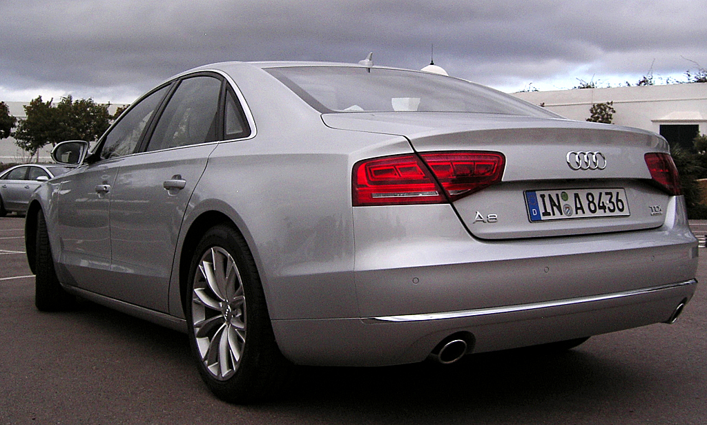 Audis neuer A8: Heck-/Seitenansicht.